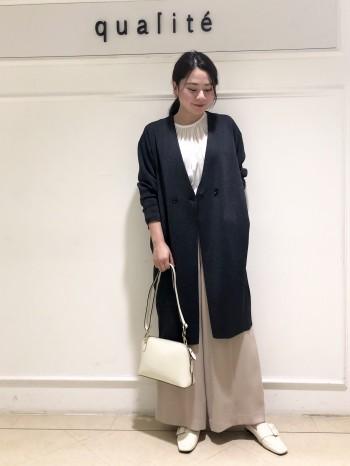【京都高島屋】コットンとポリエステルの素材なので着心地が軽く季節の変わり目に使いやすいです!!丈は162cmで膝丈くらいになりました。コクーンシルエットなのでワイドパンツで合わせてもバランスよく着れました!!ご自宅でお洗濯できるのも◎