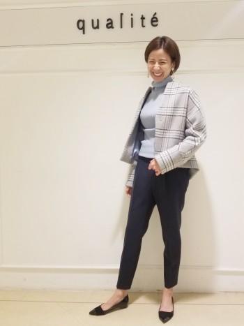 京都髙島屋☆アームが見た目よりもゆったりしているので厚手のニットもお召しいただけます! 袖は長めのデザインです。