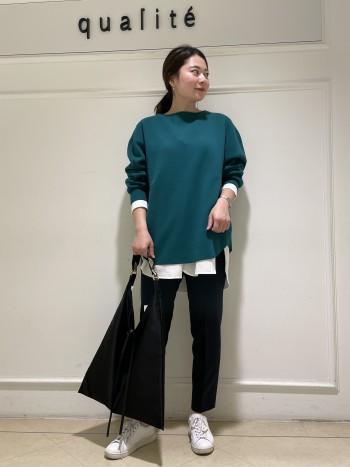 【京都髙島屋】普段38サイズを着用し腰周りが張っている体型なのでゆとりを持って履く為に40サイズを着用しております!!丈は162cmでくるぶしくらいの丈になりました。38サイズだと足首が見えるくらいの丈になります。センタープレスデザインが脚をきれいに見せてくれます!!