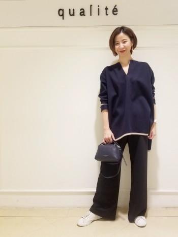 京都高島屋☆一見、ポンチョ風にも見えますが、袖はスッキリしているのでアウターもしっかり羽織っていただけます!