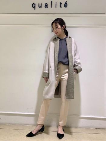 【京都髙島屋】柔らかい生地感で起心地抜群!! 袖がパフ袖になっていてシンプルなのに今年っぽいデザイン。 155センチの私でヒップが隠れるほどの丈感で少しゆったりとしたサイズ感で身体のラインを拾わないので着やすいですよ♪