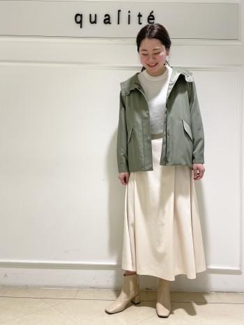 【京都高島屋】38サイズ着用でお尻が隠れる長さになります。素材も少し光沢感がありカジュアルになりすぎずキレイめに着れるブルゾンです!肩幅がしっかりめの体型ですが袖や身ごろがゆったりしていてオーバーサイズなので華奢見え効果もあります◎