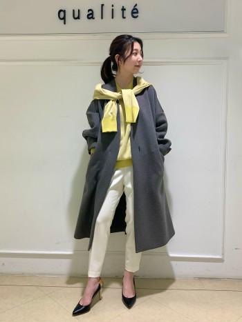 【京都高島屋】軽くて柔らかいコートで羽織さすさ抜群です!! ゆったりめシルエットですがノーカラーですっきり軽やかな印象に。 155センチの私でスネぐらいの丈感で長すぎず、小柄な方でも羽織っていただけますよ◎ ON/OFF両方使いしやすいコートで着回し沢山していただけます♪