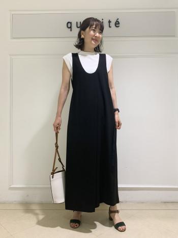 169cmで、38を着ています。丈はくるぶし上の長さです。サイズは2サイズあり、着丈も6cm変わってきますので、身長に合せてお選び頂けます。