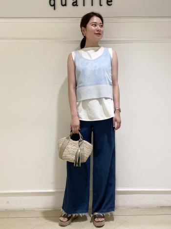 【京都髙島屋】普段38サイズを着用し骨格ストレートタイプの体型です。着丈は丁度ウエストくらいになりました。1枚で着る場合はハイウエストのボトムスと合せていただきのがオススメです!!Tシャツとレイヤードさせてビスチェ風に着るのもオススメです♪身体のラインを拾いすぎないのでレイヤードスタイルでももたつかないです。