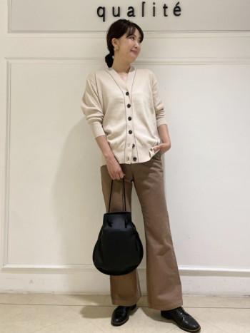 【京都髙島屋】長さはヒップ下です。少しオーバーシルエットで、後ろに落として着ても可愛いです。