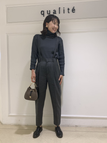 【京都髙島屋】大好きなシルエットです!袖スリットや裾スリットもあり、デザイン性と合わせやすさを兼ね備えた、インナーでも1枚着でもサマになる秀逸なアイテムです。