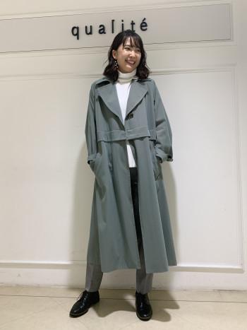 【京都髙島屋】今回はすっきりと38を穿いてます。ウェストはフィット感ありますが、それが心地よく伸びもあるのでキツイという感覚ではないです。スッキリと見せてくれる美脚パンツです!