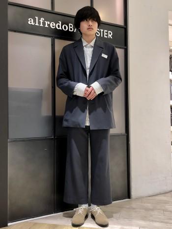 踵が柔らかい踏み履きのモデルです。 履き心地に定評のあるシリーズですので、とてもオススメです。 甲の高さがやや低いので、気になるお客様は一つ上のサイズがオススメです。