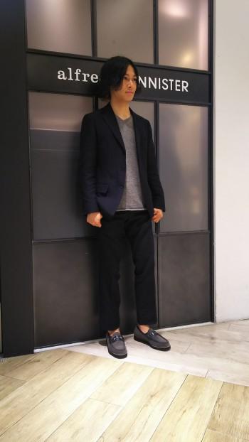 見た目からは想像できないほど軽く、クッション性も優れています。 普段25.5~26cmを履く私が40で丁度のサイズ感です。