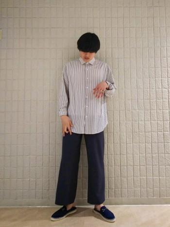 普段25.5~26を履く私が、40で若干小さいのサイズ感でした。 ただ柔らかい革で作られているため、普段と同じサイズで着用して頂いて大丈夫だと思います。