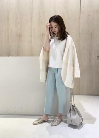 ビックシルエットですが、通勤にも使いやすいテーラード型のジャケット。 綿麻の素材なので爽やかなスタイリングになります◎◎ ジャケットは普段36のサイズで着用しますが、38のサイズでちょうど良くゆるい着こなしができます!