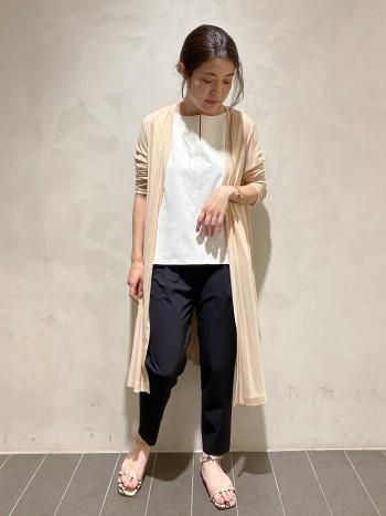 普段パンツのサイズは36です。くるぶしが見えるくらいの丈感です。ワンタックあることで足のラインがスッキリ綺麗に見えます。