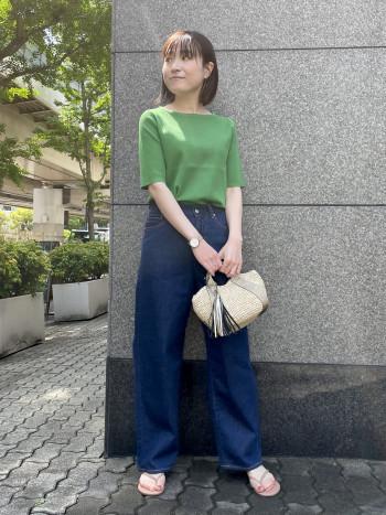 〈梅田大丸〉リブでもピタッとしないくらいの程よいサイズ感でとても着やすいです!二の腕も隠れてスッキリ見え、着丈も短か過ぎないので裾はそのままでもインして着ても◎です!