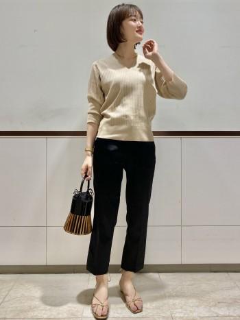 ストレッチが効いており、すごく履きやすいです!サイズ選びは普段通りで大丈夫です。柔らかい素材なのでジャストサイズで履く方がシルエットが綺麗でした。