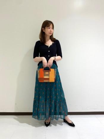 配色がかわいいトレンドのビニールバッグ。ショルダーと2wayで使えます。長財布やポーチと沢山入るのも嬉しいポイントです!