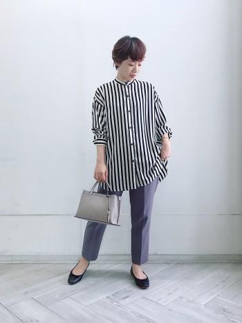 通常サイズ→37(23.5cm)着用サイズ→37 幅広のため24cmを履くこともありますが、37で大丈夫です。ネイビーとグリーンはエナメルでやや張りのある素材でタイトに感じるため、ワンサイズ上でも大丈夫でした。