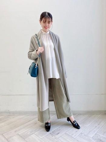 通常サイズ→38(24cm) 着用サイズ→38  通常サイズで丁度良いです。 柔らかいエナメル素材を使用してる為、馴染みも良く履き心地抜群です。