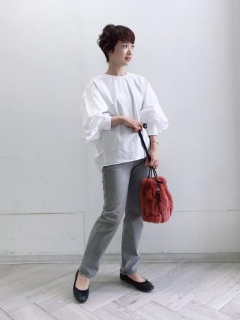 通常サイズ→37(23.5cm)着用サイズ→38 甲高・幅広のため24cmを履くこともあります。37でも履けましたが、パンプス用のフットカバーを着用することも踏まえて38にしました。普段からかかとが脱げやすいかかとが細めの方はジャストサイズをお勧めします。