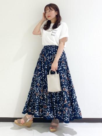 シルエットがキレイなスカートです。ふわっとしたフレア感が可愛く、カジュアルにもキレイ目にも使えます!