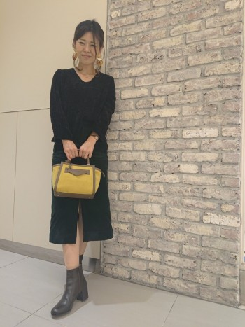 革感は柔らかく筒も広めなので ゆったり履けます。 厚手の靴下を着用してもいつものサイズ感で ピッタリです。