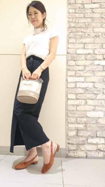 ビニールとファーの組み合わせがおしゃれです! 長財布もストンと入ってしまう大きさなので 使いやすさと可愛さを兼ね備えています☆