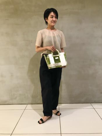 【AU横浜髙島屋】上品かつ綺麗めなスタイリングにも対応しやすいPVCバッグは程よい大きさで使いやすいです。