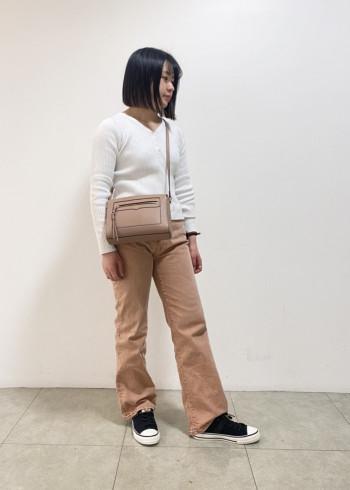スニーカー: Mサイズ/ブラック 普段は37サイズを着用しています。 ニット素材が柔らかく楽に履いていただけます。 ゆったりと履けるサイズ感のため厚みのある靴下でも合わせやすいです。