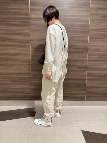 普段は35サイズを履いています。 Sサイズだと若干大きめですが厚手の靴下を 履けばピッタリです。