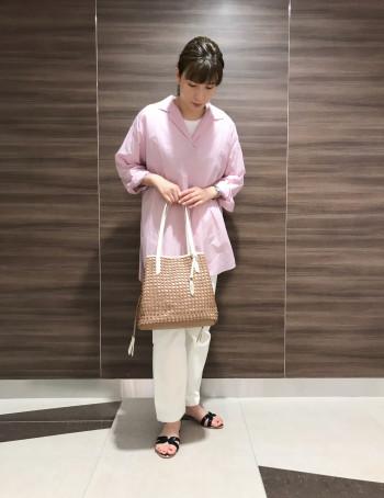 【AU東京大丸店】履くだけでおしゃれ感が出ます! フラットなので楽に履いて頂けます。