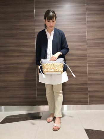 【AU東京大丸店】お洒落なデザインで大人のカジュアルスタイルにぴったりです。