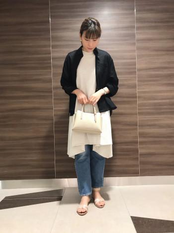 【AU東京大丸店】華奢なシルエットなので大人のカジュアルスタイルにぴったりです。