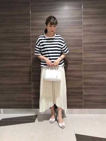 【AU東京大丸店】メイン収納はファスナー付きポケットで仕切られており、荷物が収納しやすいです。
