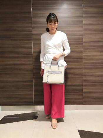 【AU東京大丸店】ヒールは約5センチです。太ヒールで安定感ありキレイ目サンダルながらも楽に履けます。