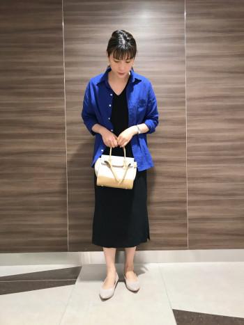 【AU東京大丸店】様々なシーンで活躍するフラットパンプスはコーディネートを問わずにいつでも履けるアイテムです! ヒールは2センチです。