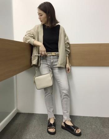 お財布機能が一緒になったバッグです!型崩れしにくい素材感と形なので気楽に使えるのもオススメポイントです♩ちょっと近くへお出かけと行った急用にも便利なバッグです☆