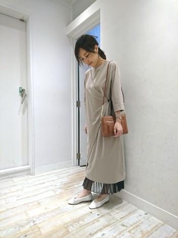 メッシュ素材になっているので伸びが良く、圧迫感もなく楽に履いていただけます。通常のサイズでぴったりでした。