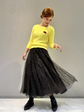 たっぷりとボリュームのあるチュールのスカートです。Tシャツやスニーカー等のカジュアルアイテムと合わせてチュールのドレス感を崩したスタイリングもおすすめです。