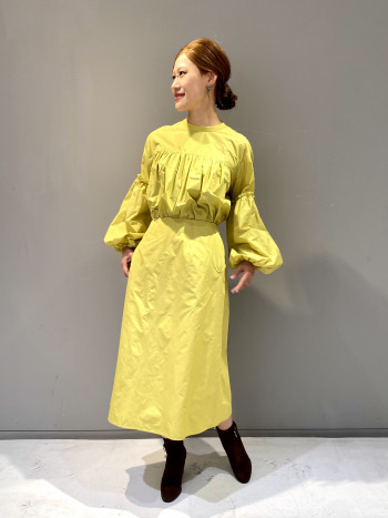 シンプルなAラインスカートはシルエットにこだわった1枚で体型やシーンを選ばずスタイリングを楽しんで頂けます。