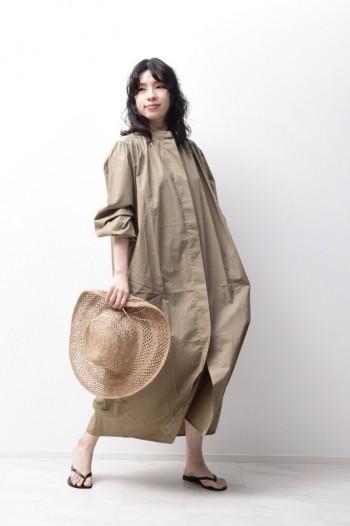 羽織りでもワンピースでも着回しできます。 軽い素材なので夏場も袖をまくって頂ければ快適にお召しいただけます。