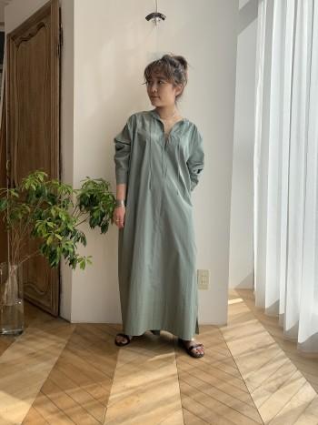 柔らかいコットンの素材でオチ感もあるので小柄な方や華奢な方も着ていただけます!フロントのヒモがラフさを演出してくれます。