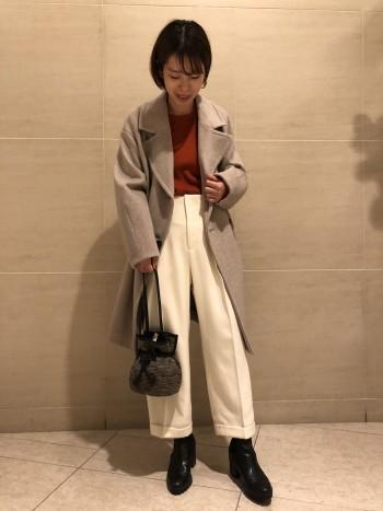 ハイウエストですっきりしたワイドパンツです。 ショートブーツや靴下合わせがオススメです。