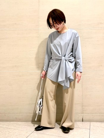 軽くてサラッとして履きやすいです。 フレア感が今年らしくて素敵です。