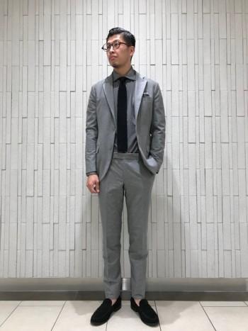 私の身長でサイズ46で丁度いいです。  着丈の長さも丁度良く秋口の羽織りとしても使えます。