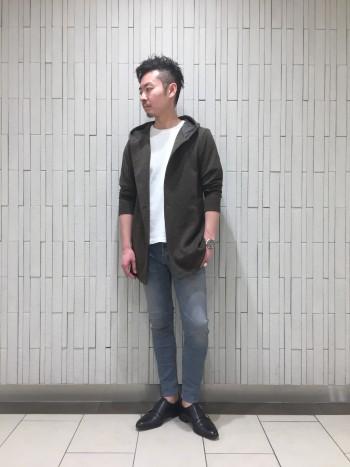 インナーにシャツもセレクトできる、程よいサイズ感の羽織りパーカーです。 伸縮も効いていますので、ストレスなく1枚でも、レイヤーでも着ていただけます。