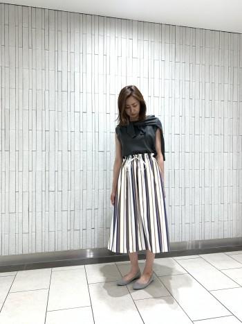 ストライプ柄のスカートは鮮やかな発色で夏にピッタリのアイテムです♪^^