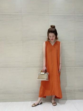 年齢32歳 お洋服がシンプルになりがちな夏にワンポイントになってくれる、大人見えするクリアバックです☆ミニ財布、ケータイにプラスで物が入れられるくらいのサイズ感です!