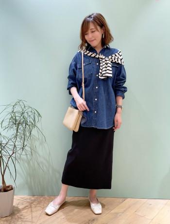 162㎝で着丈はふくらはぎが隠れる長さです。タテヨコ伸びるストレッチ素材でとても履きやすく、トップスも選ばずに着られます。 ウエストがゴムです。