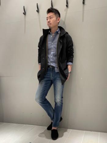サイズ48を着用しています。 180cm,70kg。 タスラン加工による柔らかくてふっくらした感触のため、非常に軽くて楽に着ていただけます。ゴワツキの無い素材のため、シジャケット上からでも問題なく着れる設計です。
