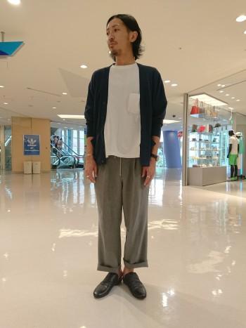 柔らかい牛革を使用しているので、足の大きい私でもストレスなく履けます☆ 普段43サイズを履いていますがちょうど良いです☆